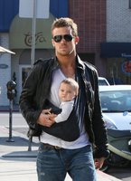 e1d52a112c9 Increase your dad cred with baby wearing - Baby Carriers Australia